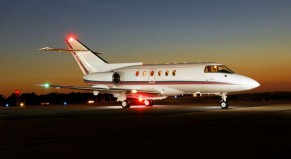 Charter mid-sized jets Hawker 800XP